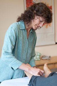 Ann Fielder LAc performing acupuncture